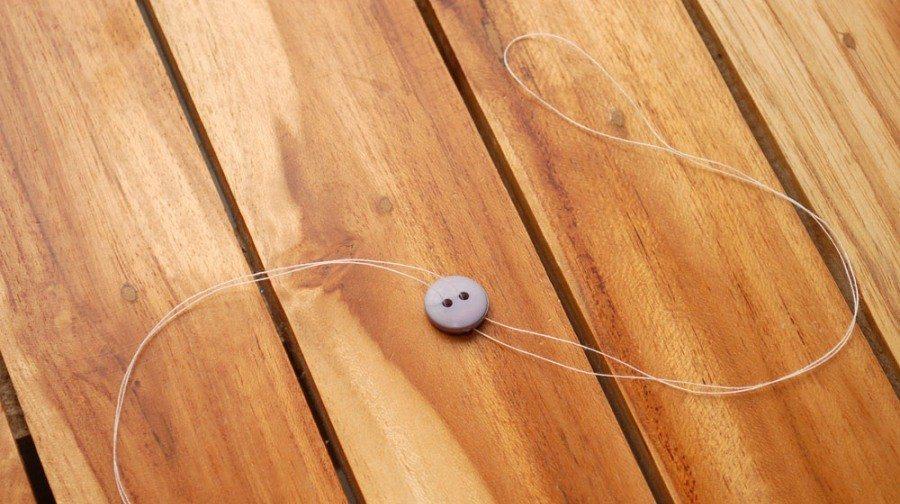 игра для детей пуговица на нитке