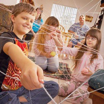 17 увлекательных игр и поделок из ниток и веревок для детей