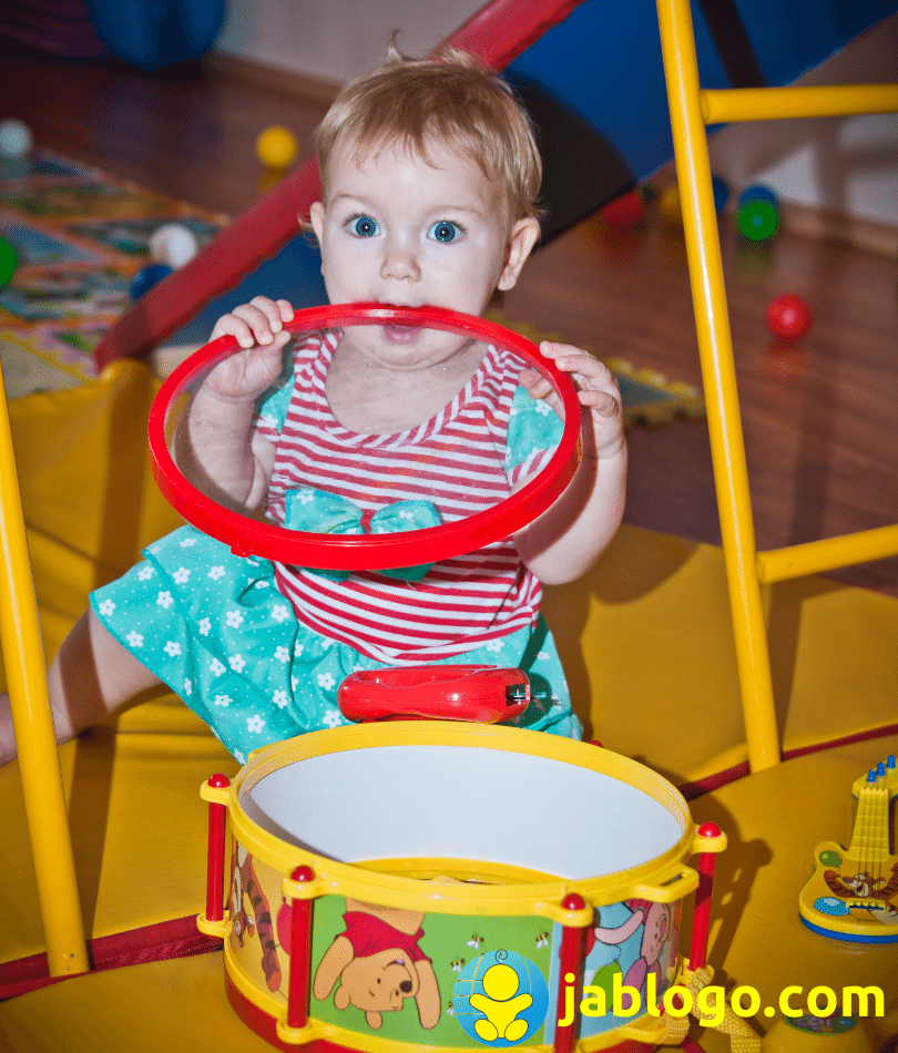 Почему некоторые дети играют сами, а другим нужна для игры мама 2