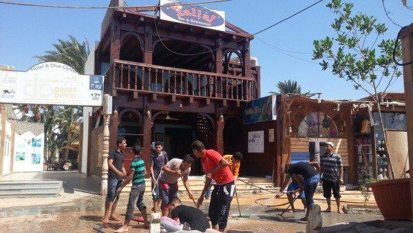 """""""Субботник"""" - мойка улиц, Дахаб, Египет"""