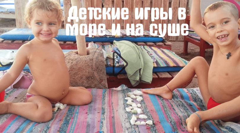 Злата спасает медуз на берегу моря